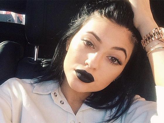 kylie-jenner-black-lipstick-instagram-main